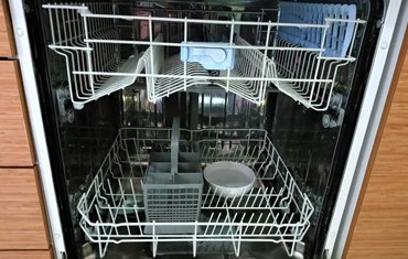 Clean dishwasher with vinegar