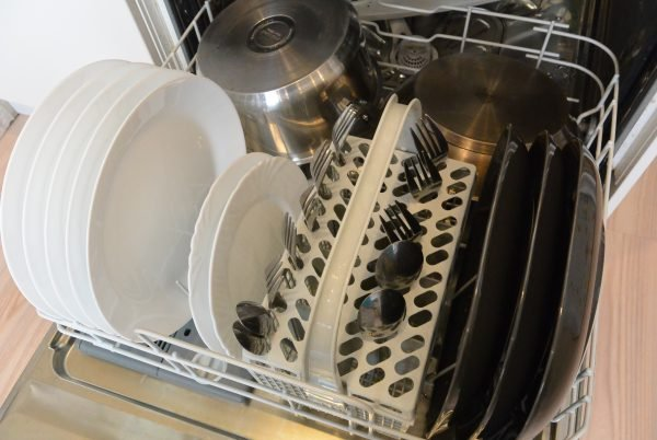 loading Pots and frying pans in the dishwasher