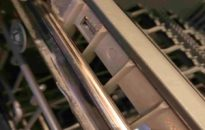 How to clean a dishwasher with a bleacher