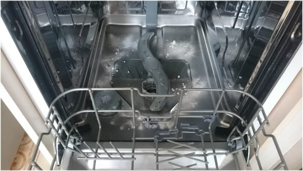 clean a dishwasher